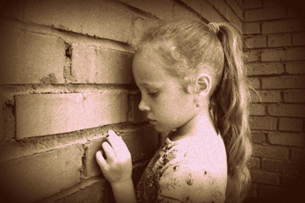 Mutismo selettivo: sintomi, problemi associati e trattamento